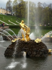 Fountain in the back. All gold, again.